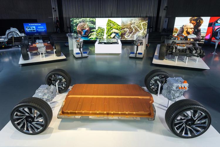 Honda, GM Form Strategic North America Alliance Deal