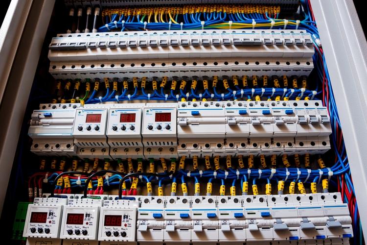 DCS vs  PLC: Choosing a Control System