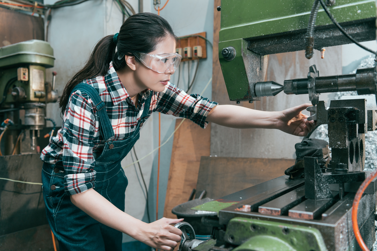 3 Steps to Building a Successful Career as Woman in Industry: Advice from Female Manufacturing Professionals