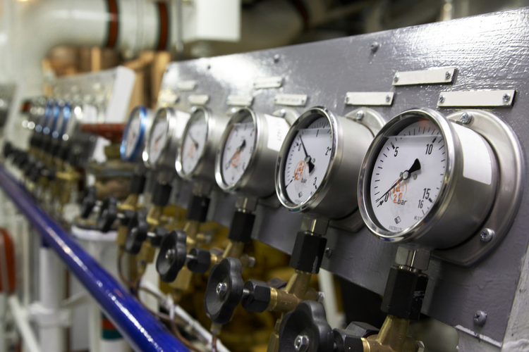 Control valve instrument panel with manometers
