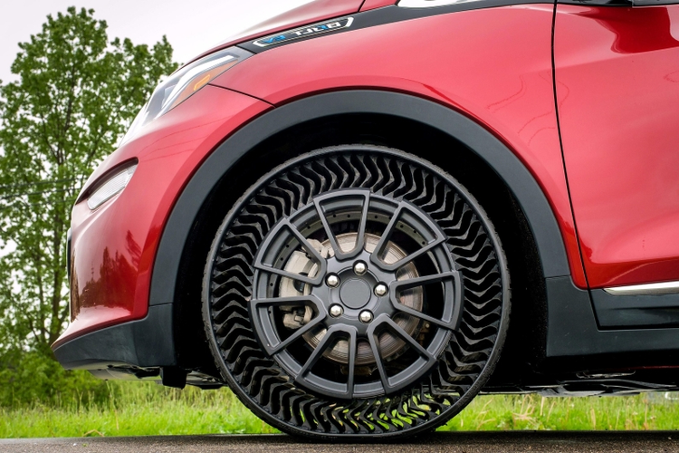 GM, Michelin Partner on Airless Tire Prototype