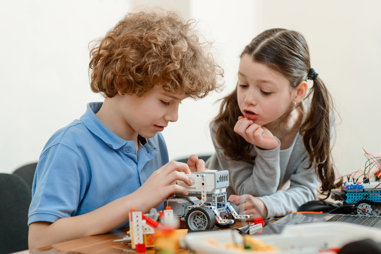 2018 Gift Guide: The Best STEM Toys for Kids