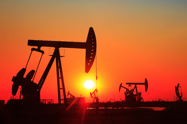 Forecast Expects Oil Prices to Climb Slightly