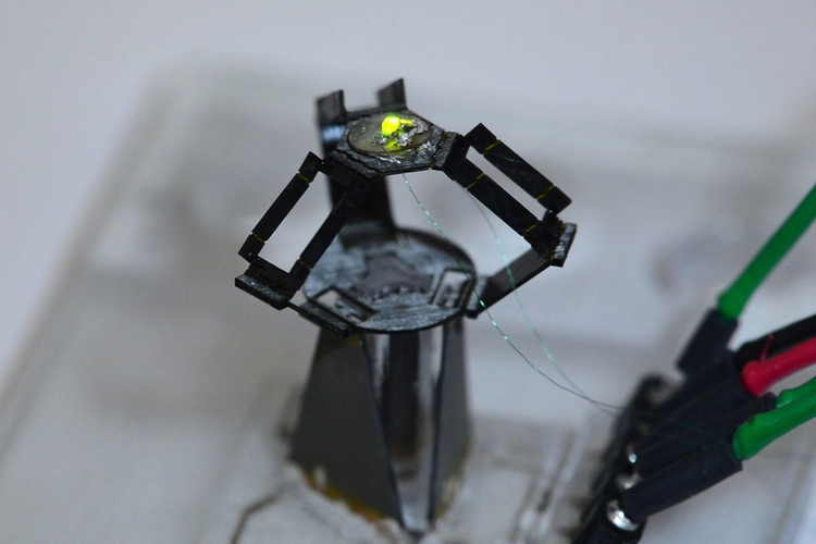 The milliDelta millimeter scale robot
