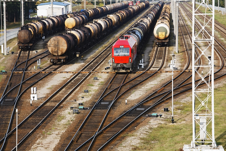 Pipeline Issues Result in Surging Rail Use