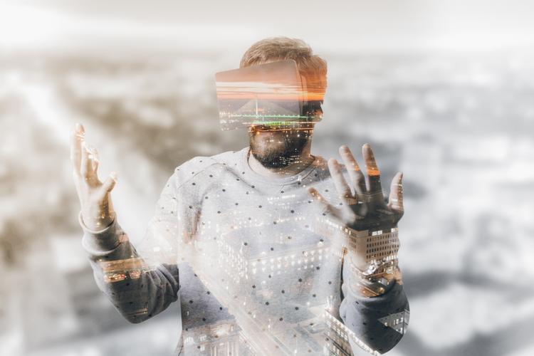 Man using VR simulator.