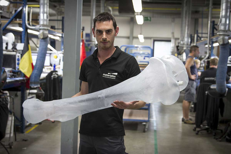 Materialise employee holding a 3D-printed mammoth bone.