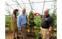 Analog Devices Smart Agriculture Manager Erick Olsen (center) and Senior Engineer Rob O'Reilly are pictured alongside ConVal Regional High School Farm to Fork Fellows viewing tomatoes grown with the company's crop monitoring solution.